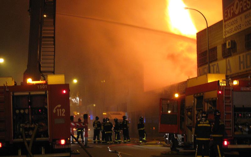 Un incendio afecta ayer a varias naves en el Polígono del Pozo