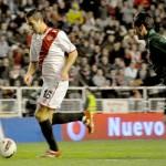1-0 Gol de Armenteros a pase de Diego Costa