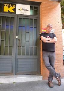 Francisco Pérez, fundador de la cadena en la entrada de la emisora