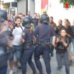 Carga contra los cámaras y la prensa