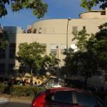 Vecinos encerrados en protesta de la privatización y el cierre del Federica Montseny