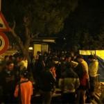 Personas en la comisaria apoyando a l@s 14 compañer@s detenidos