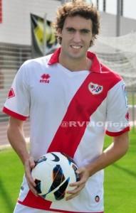 Raúl Baena pisa por primera vez el césped de la Ciudad Deportiva con la camiseta del Rayo Vallecano