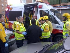 Equipo del Samur de Emergencias Madrid atendiendo in situ a los heridos