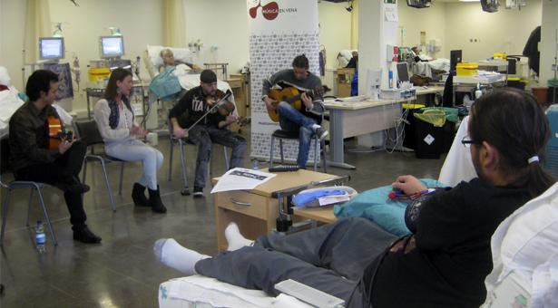 Los pacientes de diálisis del Hospital Infanta Leonor disfrutaron de un concierto de flamenco