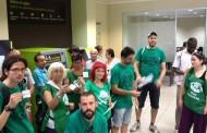 Bloqueo de dos sucursales de Bankia de forma pacífica por la PAH de Vallecas con céntimos solidarios
