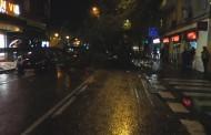 Cae un árbol entero y corta la Avenida de Palomeras