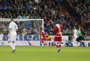 Alberto Bueno marca el único tanto del Rayo