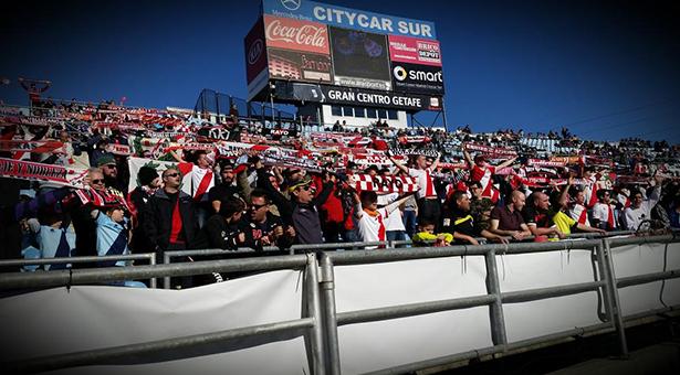 Grande la afición en el Estadio Coliseum Alfonso Pérez