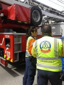 Samur y Bomberos rescatan a un hombre de un incendio