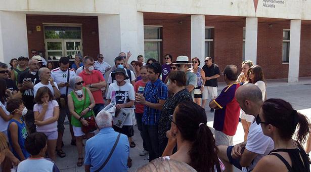 Rubén Tadeo explica a los vecinos las actuaciones del Ayto en el incendio del vertedero ilegal de Valdemingómez