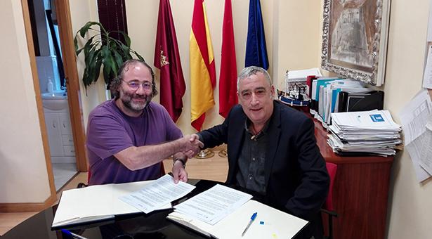 """La FRAVM firma el protocolo de colaboración para el seguimiento de """"Vallecas Labora"""""""