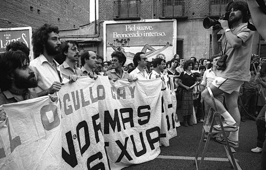 Primeras manifestaciones LGTBI de Madrid en 1981. Foto: Antonio Suárez de Arcos