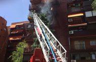 Un anciano y un bombero heridos graves en un incendio en un inmueble de Vallecas