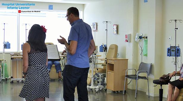 Lectura teatralizada para los pacientes del Hospital Universitario Infanta Leonor