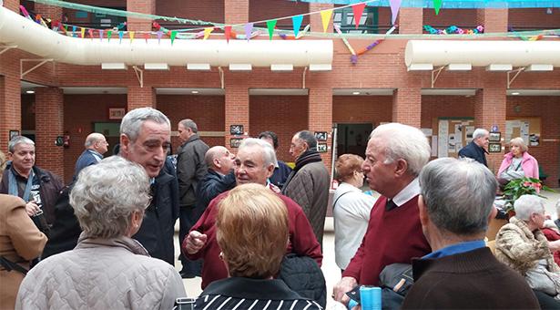 Los voluntarios de Puente de Vallecas reciben un reconocimiento a su solidaridad