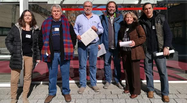 Representantes de la AV Fontarrón, FRAVM y el diputado Alejandro Sánchez con la PNL