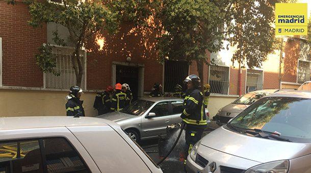 Once intoxicados leves por un incendio de una vivienda en Portazgo