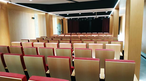 El distrito de Villa de Vallecas dispone de una nueva sala de teatro municipal